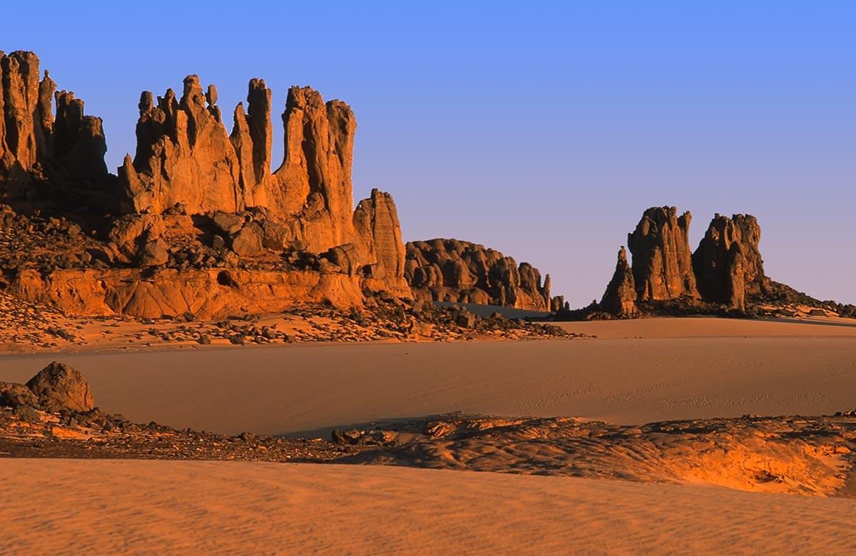 Tassili_du_Hoggar-Sahara-desert-Zeriba-Voyage