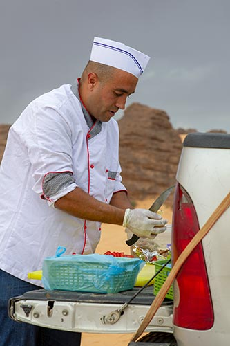 sahara-repas-cuisinier-Tadrart-Zeriba